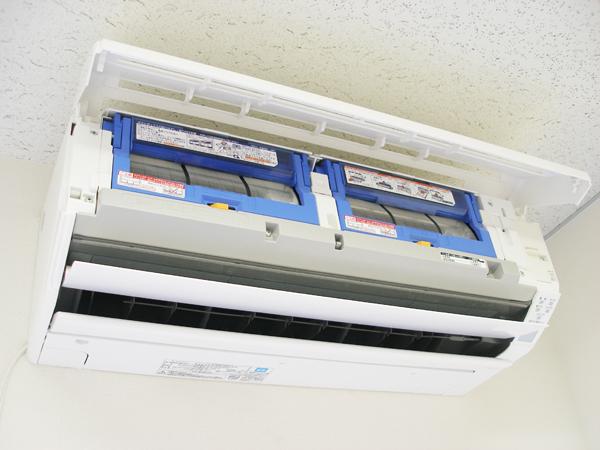 お掃除機能付きエアコン